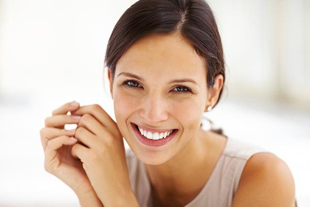 smiling-woman-brown-hair